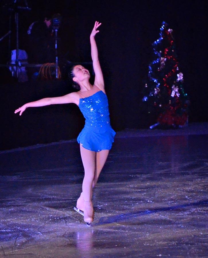 ChristyAnaJoy-holiday-on-ice-2.jpg