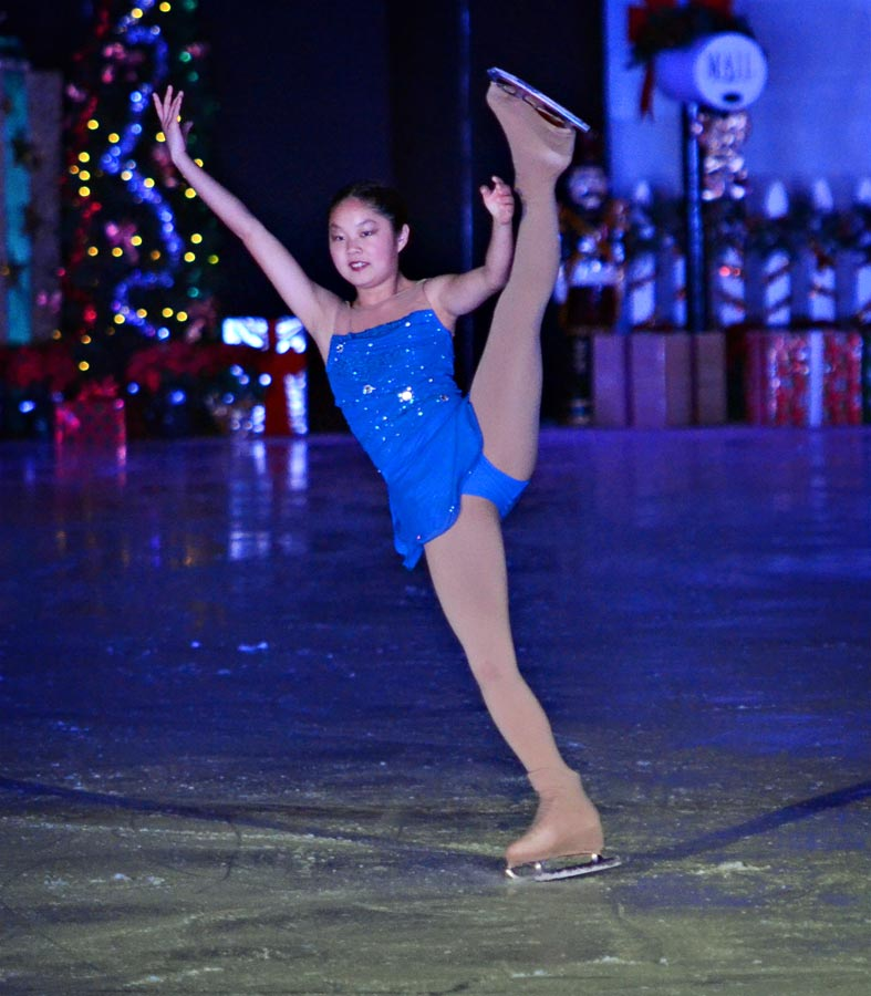 ChristyAnaJoy-holiday-on-ice-3.jpg